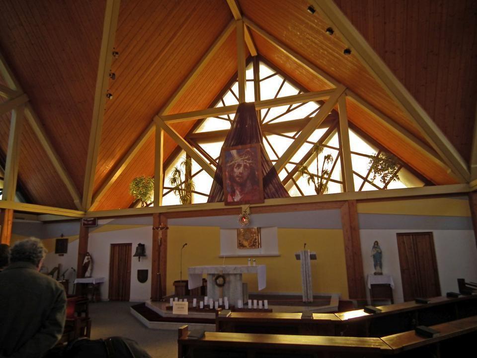HORNÍ LIDEČ - v interiéru kostela sv.Josefa z roku 1994