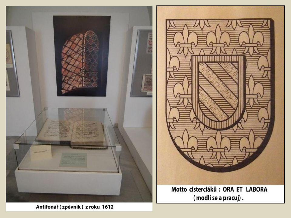 Výstava v přízemí vsetínského zámku přibližuje každodenní život v cisterciáckém, kartuziánském a kamaldulském klášteře.