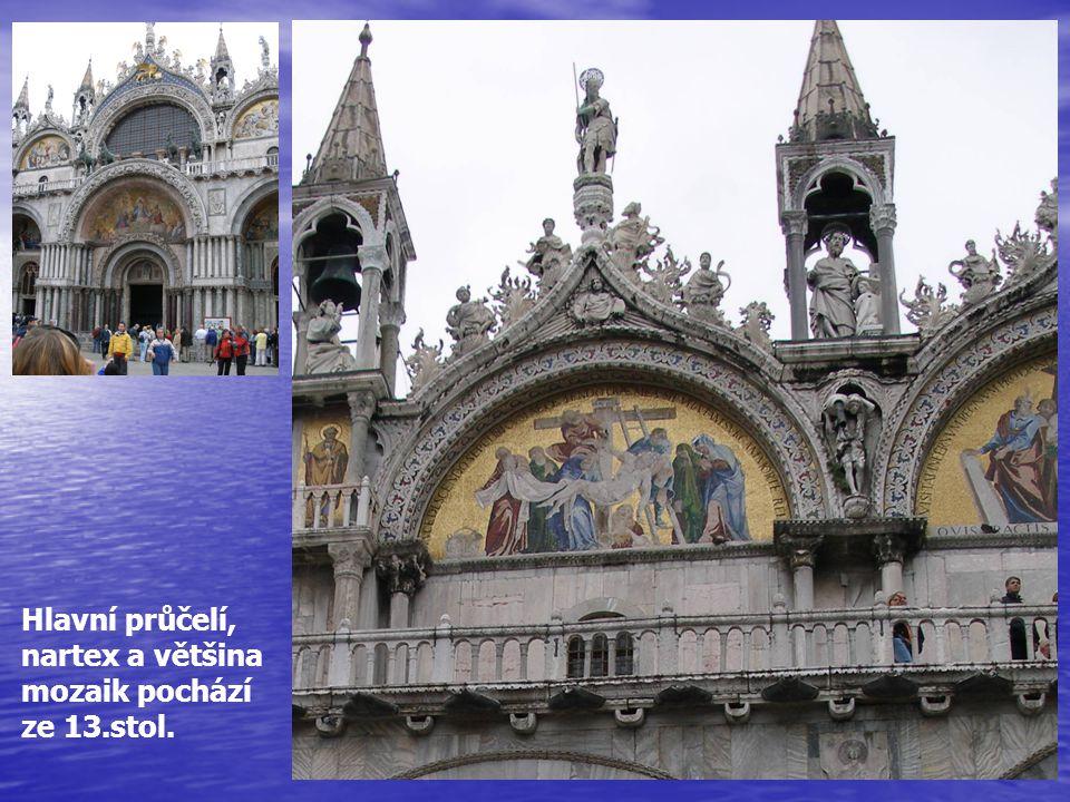 Hlavní průčelí, nartex a většina mozaik pochází ze 13.stol.