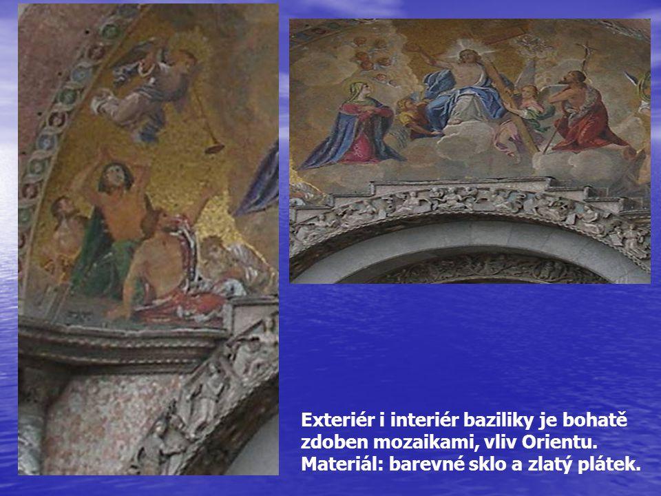 Exteriér i interiér baziliky je bohatě zdoben mozaikami, vliv Orientu. Materiál: barevné sklo a zlatý plátek.