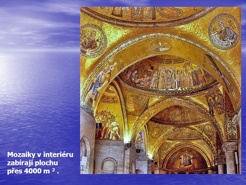 Mozaiky v interiéru zabírají plochu přes 4000 m 2.