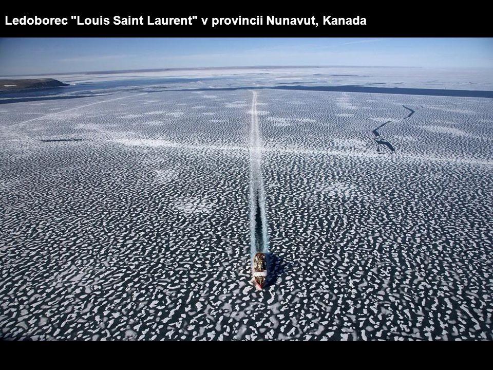 Ledoborec Louis Saint Laurent v provincii Nunavut, Kanada