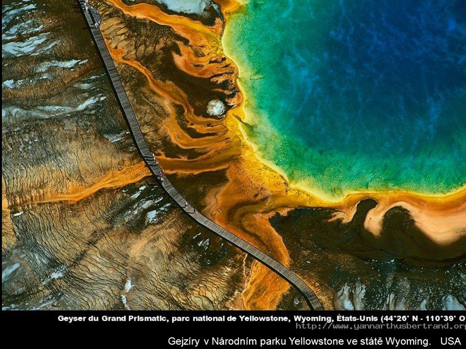Gejzíry v Národním parku Yellowstone ve státě Wyoming. USA