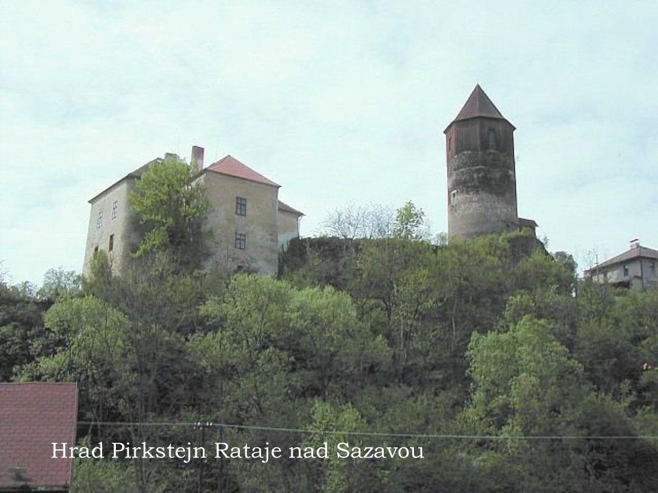 Hrad Pirkstejn a najdete ho nedaleko (spis uvnitr) mestecka Rataje nad Sazavou