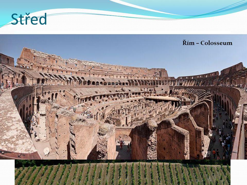 """Střed nejvyspělejší oblast """"středu – Toskánsko vyspělé ovocnářství a vinařství centrum oblasti – Řím Řím – kulturní a historické středisko Toskánsko – vinařská oblast - Chianti Řím – Colosseum"""