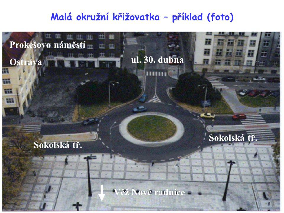 Malá okružní křižovatka – příklad (foto) Prokešovo náměstí Ostrava Sokolská tř. ul. 30. dubna Věž Nové radnice