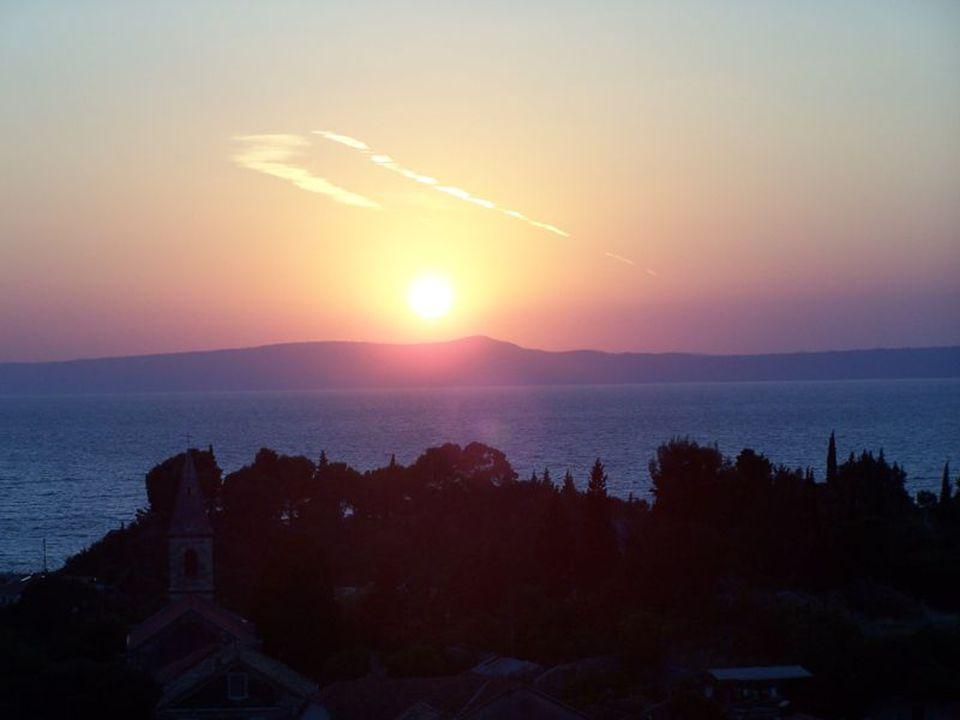 """Západy Slunce Hudba - Fat Old Sun (Pink Floyd) Hudba - Fat Old Sun (Pink Floyd) Gilmour napsal tuto ryze anglickou píseň jako pokračování k Grantchester Meadows"""" z alba Ummagumma ."""
