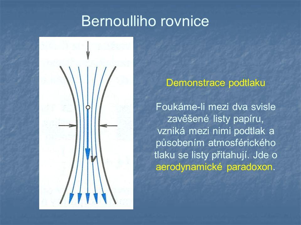 Bernoulliho rovnice Demonstrace podtlaku Foukáme-li mezi dva svisle zavěšené listy papíru, vzniká mezi nimi podtlak a působením atmosférického tlaku s