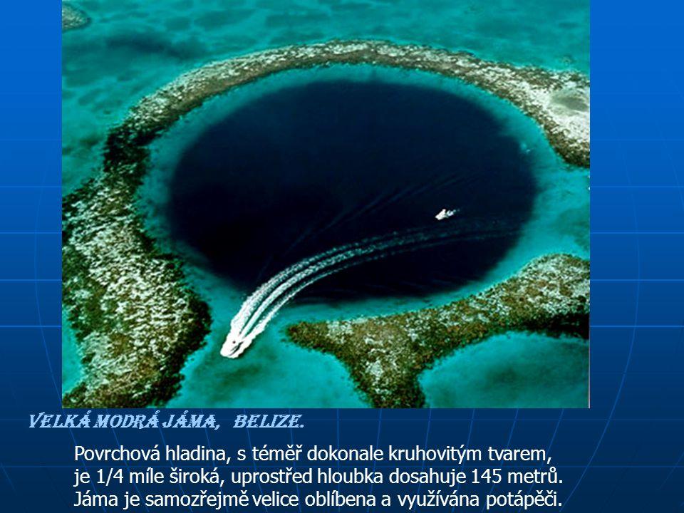 Leží 60 mil daleko od pevniny Belize a je úžasným geografickým fenoménem známým jako modrá jáma.