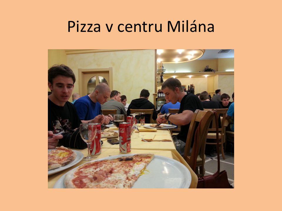 Pizza v centru Milána