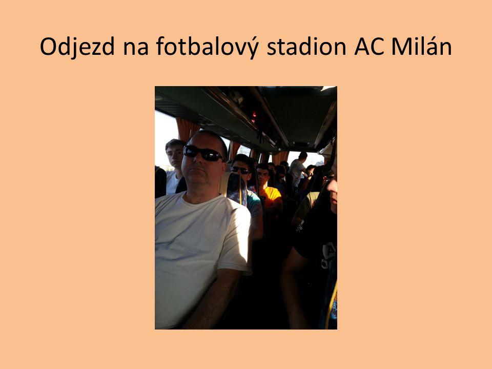 Odjezd na fotbalový stadion AC Milán