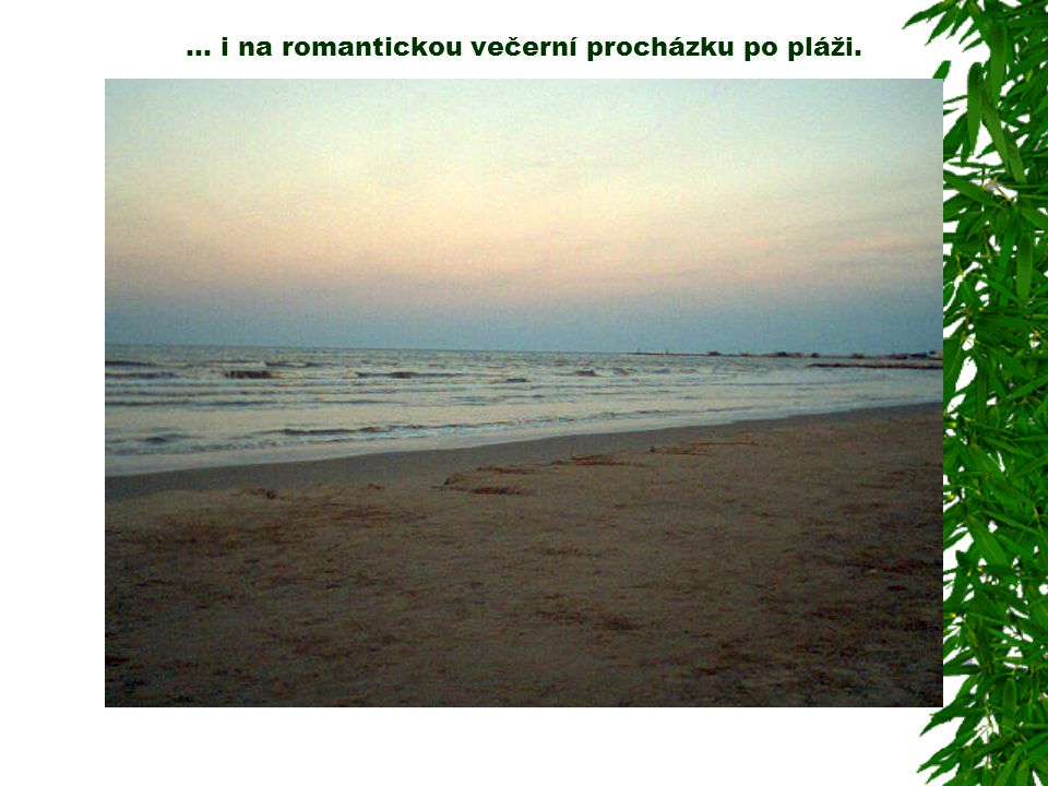 … i na romantickou večerní procházku po pláži.