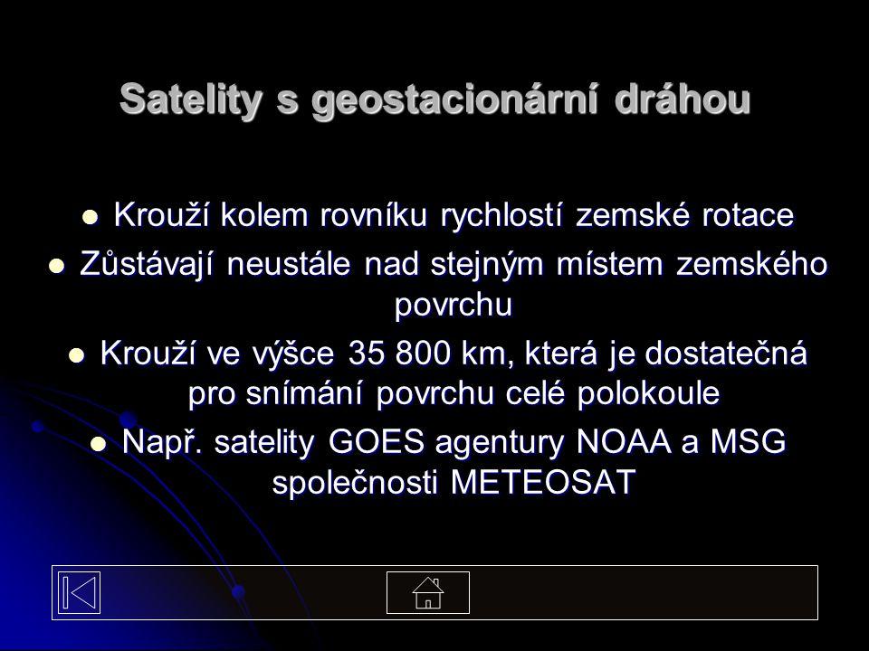 Satelity s geostacionární dráhou Krouží kolem rovníku rychlostí zemské rotace Krouží kolem rovníku rychlostí zemské rotace Zůstávají neustále nad stej