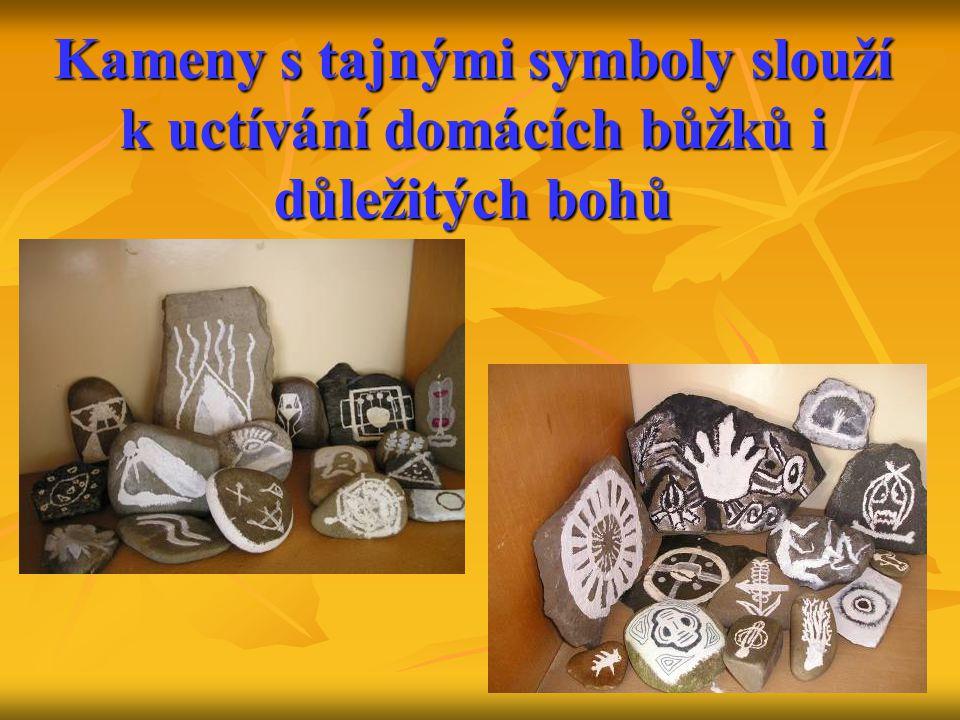 Kameny s tajnými symboly slouží k uctívání domácích bůžků i důležitých bohů