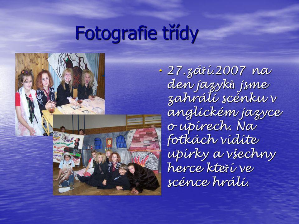 Fotografie třídy 27.zá ř í.2007 na den jazyk ů jsme zahráli scénku v anglickém jazyce o upírech.
