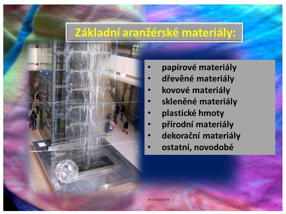 ©c.zuk Základní aranžérské materiály: papírové materiály dřevěné materiály kovové materiály skleněné materiály plastické hmoty přírodní materiály deko