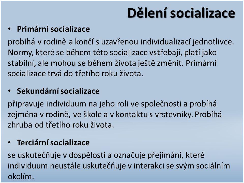 Dělení socializace Primární socializace probíhá v rodině a končí s uzavřenou individualizací jednotlivce. Normy, které se během této socializace vstře