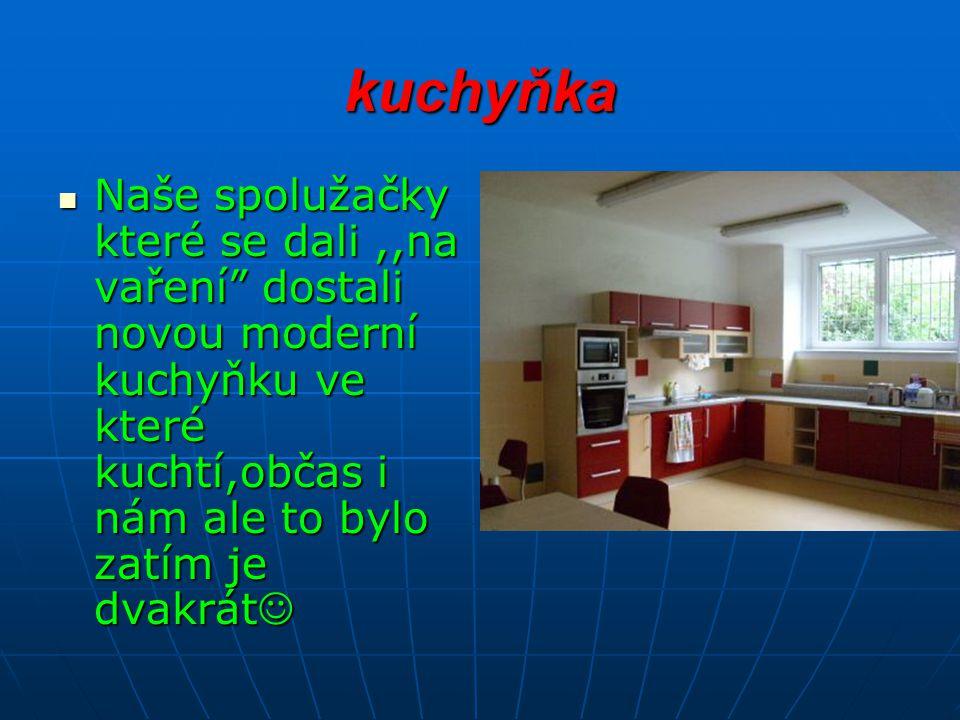 kuchyňka Naše spolužačky které se dali,,na vaření dostali novou moderní kuchyňku ve které kuchtí,občas i nám ale to bylo zatím je dvakrát Naše spolužačky které se dali,,na vaření dostali novou moderní kuchyňku ve které kuchtí,občas i nám ale to bylo zatím je dvakrát