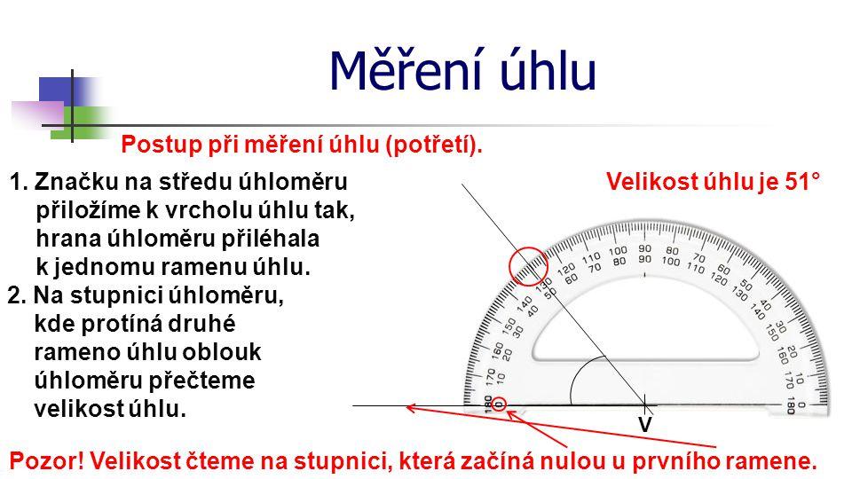 Měření úhlu Postup při měření úhlu (potřetí). V 1. Značku na středu úhloměru přiložíme k vrcholu úhlu tak, hrana úhloměru přiléhala k jednomu ramenu ú
