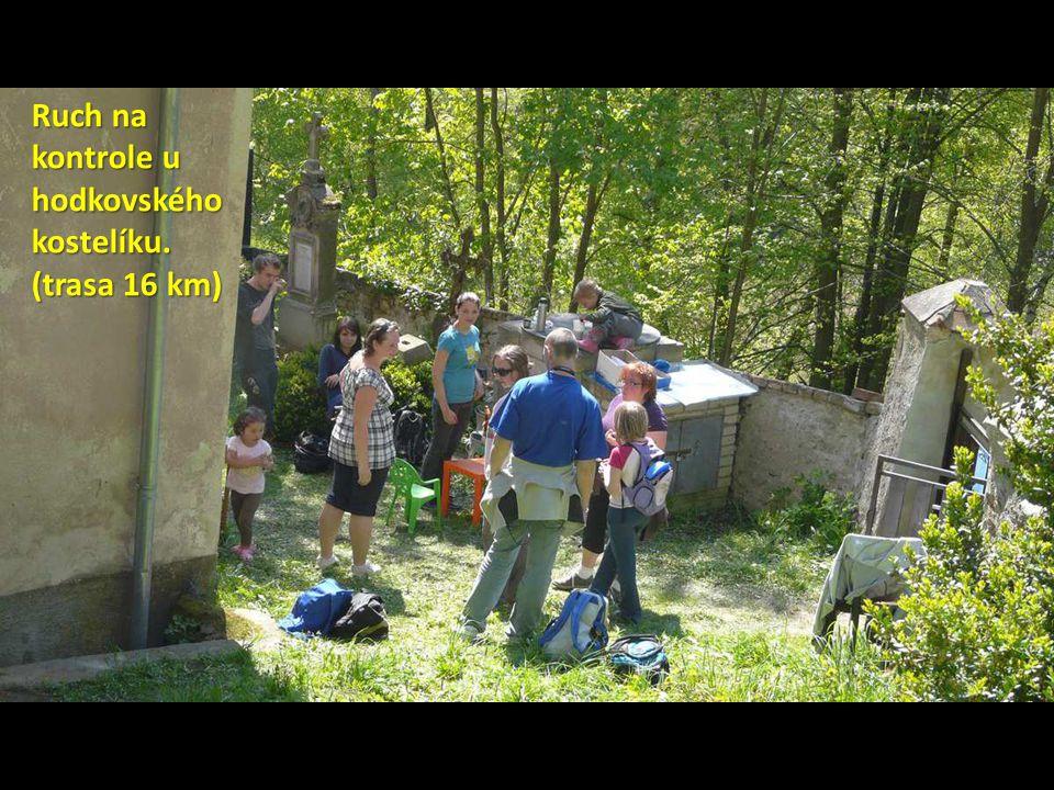 Ruch na kontrole u hodkovského kostelíku. (trasa 16 km)