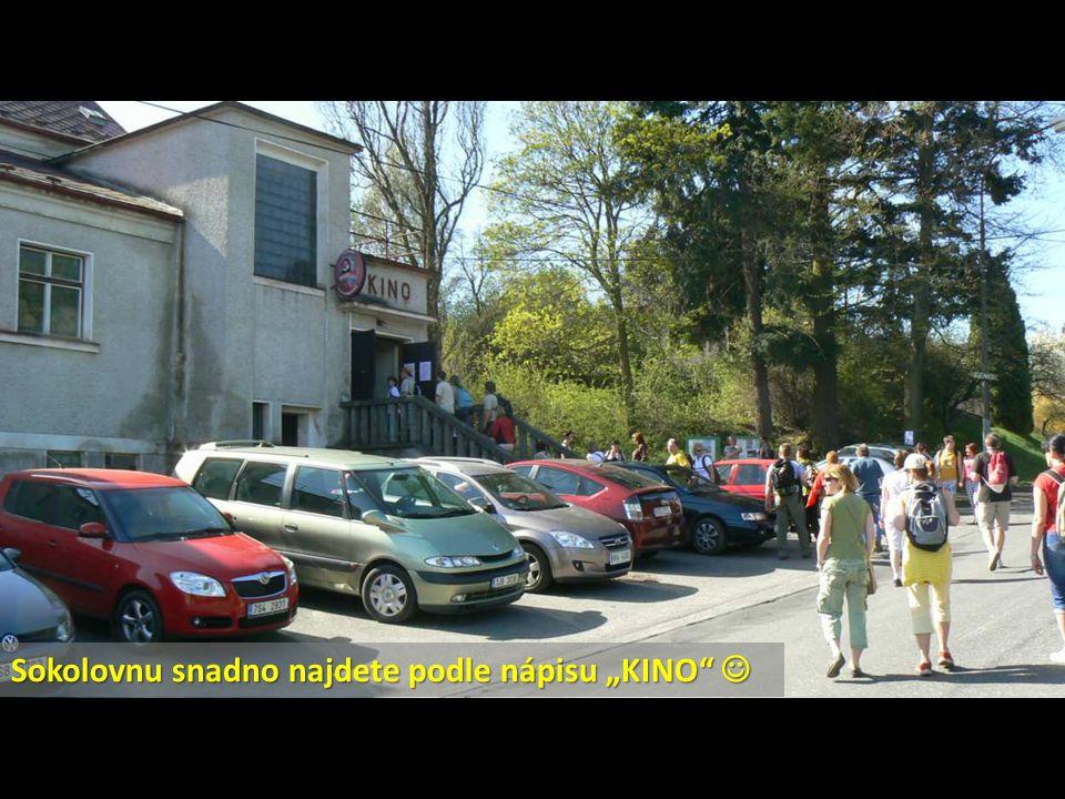 Výrobky paní Klapkové Vás budou lákat k návštěvě její prodejny hned pod zámkem v Hodkově.
