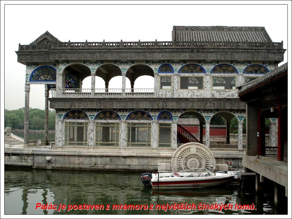 Palác je postaven z mramoru z největších čínských lomů.