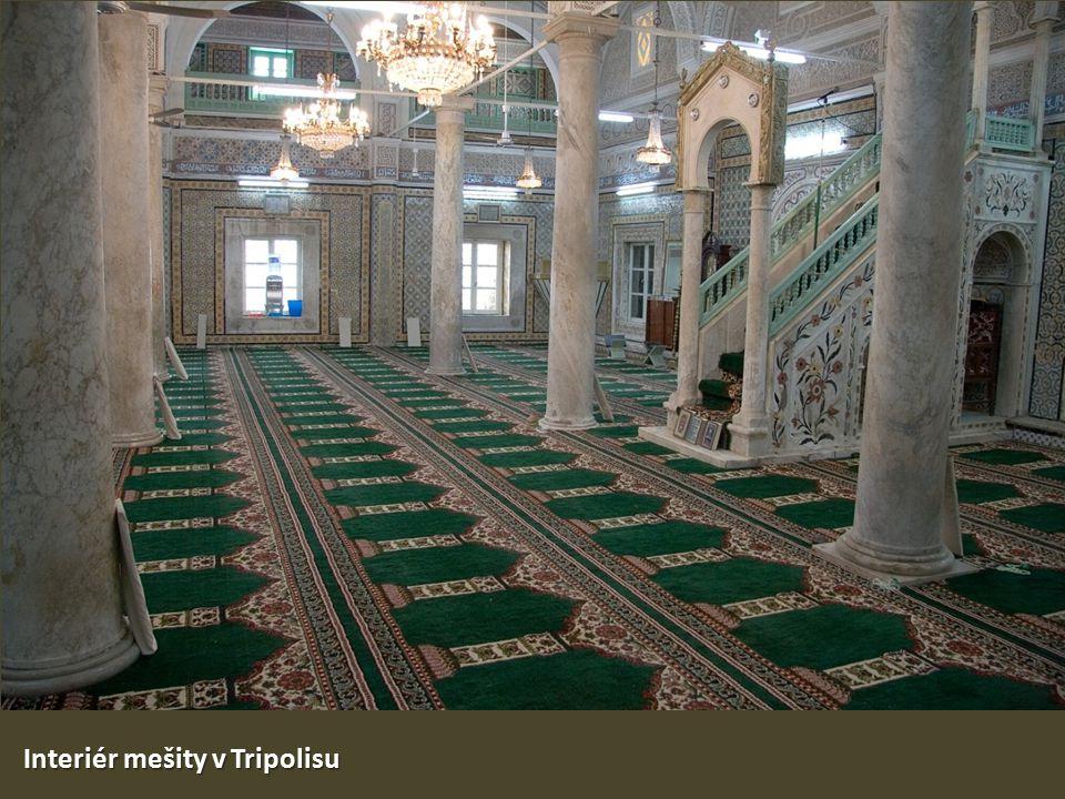 Interiér mešity v Tripolisu