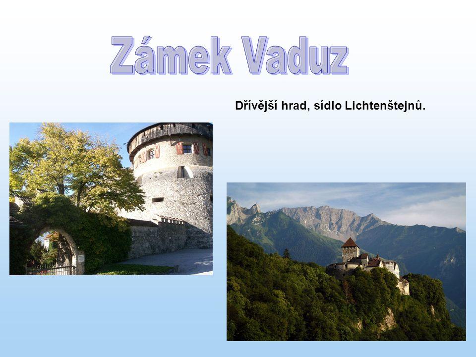 Dřívější hrad, sídlo Lichtenštejnů.