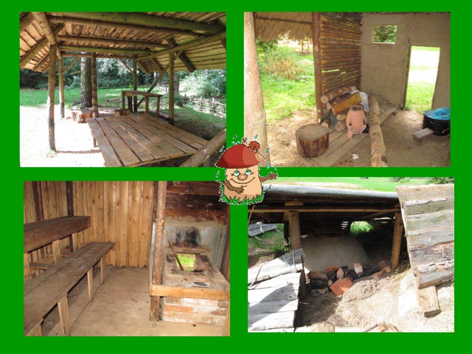 Ještě o kus dál je archeologický tábor Mamut z Prahy