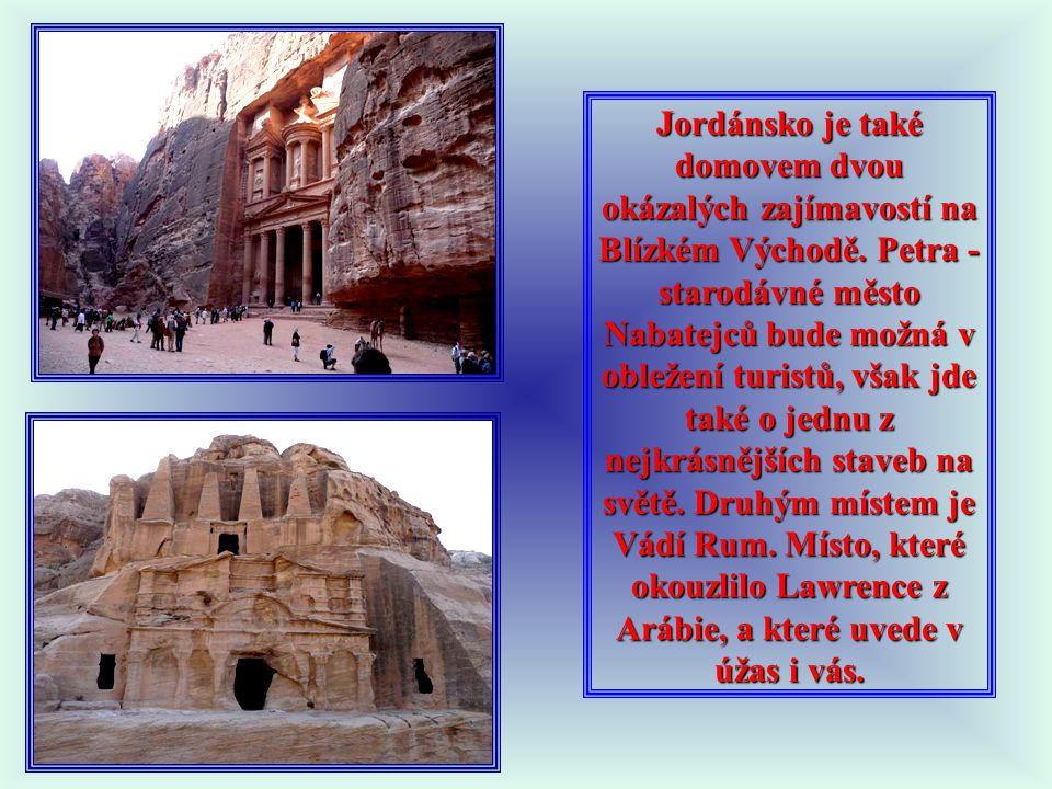 """JORDÁNSKO 2. PRŮVODCE PETROU Petra (πέτρα petra = """"skála"""", البتراء  Al-Butrā) je skalní město a archeologické naleziště v Jordánsku. Od roku 1985 je"""