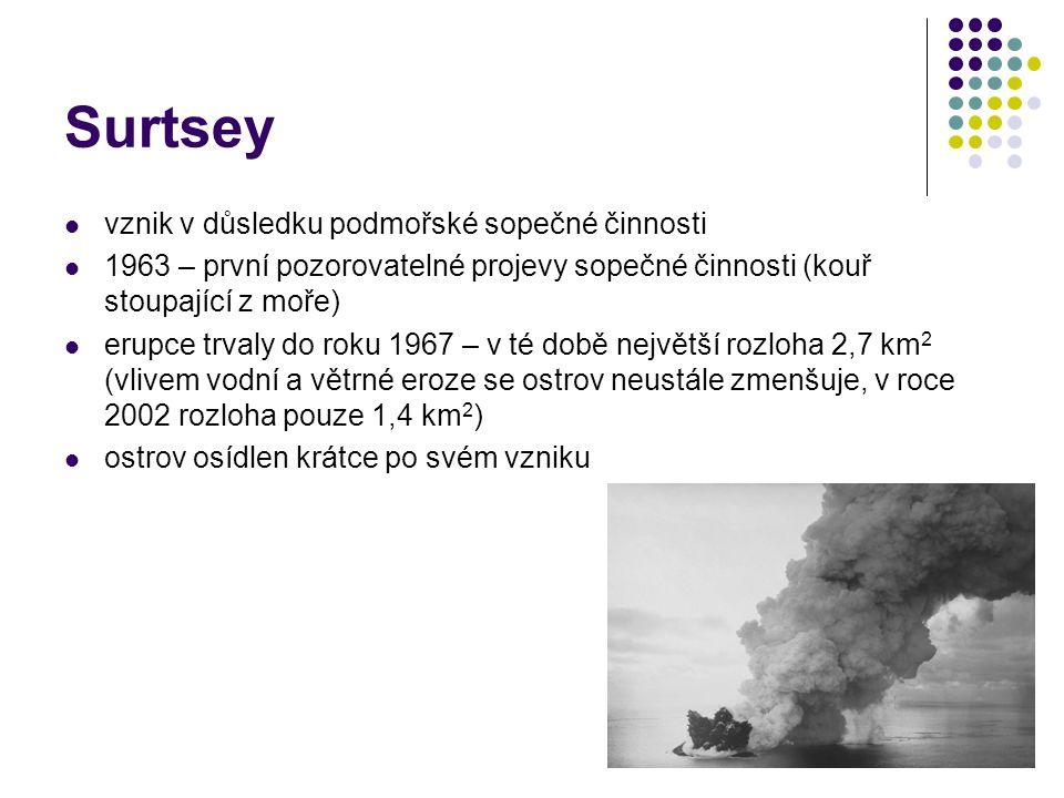 Surtsey vznik v důsledku podmořské sopečné činnosti 1963 – první pozorovatelné projevy sopečné činnosti (kouř stoupající z moře) erupce trvaly do roku
