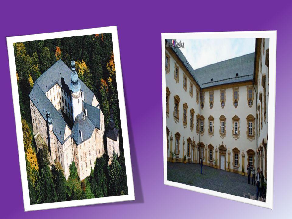 Skalní hrad a poustevna Sloup v Čechách Středověký skalní hrad vybudovaný na přelomu 13.