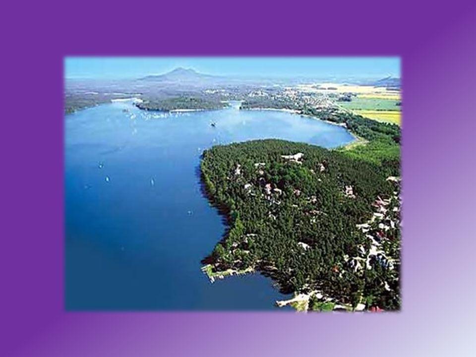 Co se týče cestovního ruchu v oblasti Máchova jezera může Vás zaujmout že tam funguje lodní doprava která trvá 60-75 min.Po okolí Doksy -Staré Slapy- Borný-Valdštejnská.