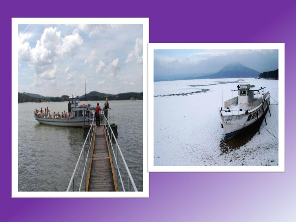 Turistické trasy Klem jezera vede okružní žlutě značená cesta, k němu na část severního pobřeží trasa modrá (na kopec Šroubený a k rezervaci Swamp ), Doksy a Staré Splavy spojuje červená Máchova cesta.
