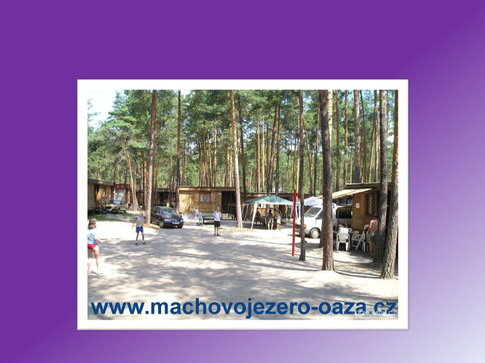 Hotel Port Hotel leží na břehu Máchova jezera v romantickém prostředí nedaleko letoviska Doksy a Staré Splavy.