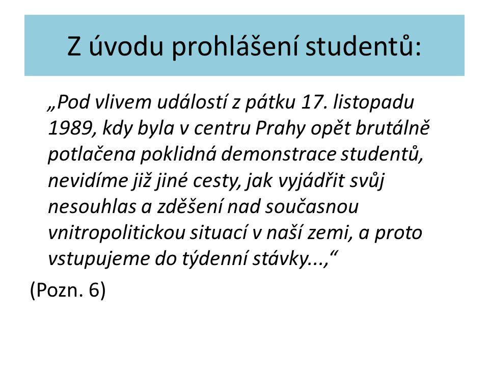 """Z úvodu prohlášení studentů: """"Pod vlivem událostí z pátku 17. listopadu 1989, kdy byla v centru Prahy opět brutálně potlačena poklidná demonstrace stu"""