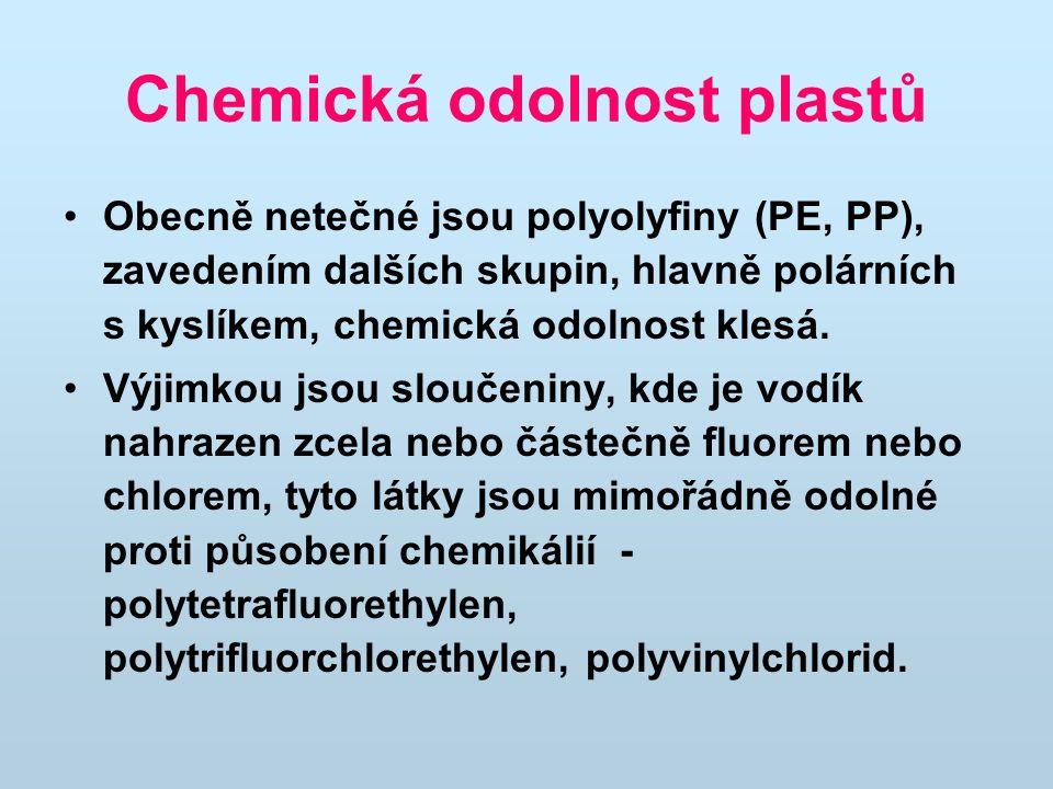 Chemická odolnost plastů Obecně netečné jsou polyolyfiny (PE, PP), zavedením dalších skupin, hlavně polárních s kyslíkem, chemická odolnost klesá.