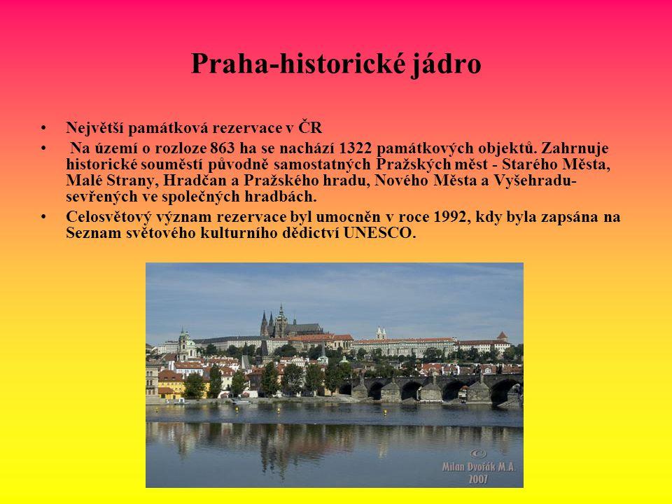Praha-historické jádro Největší památková rezervace v ČR Na území o rozloze 863 ha se nachází 1322 památkových objektů. Zahrnuje historické souměstí p