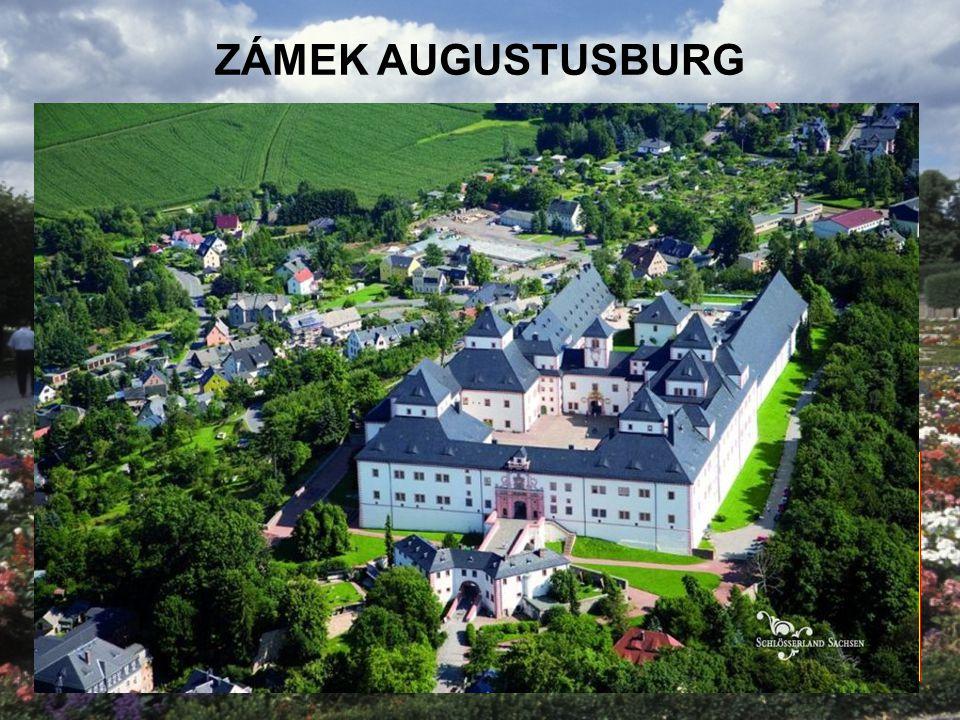 """ZÁMEK AUGUSTUSBURG Sasko Největší muzeum motocyklů v Evropě """"Koruna Krušnohoří"""" Dokončeno 1572 Vyhlídková věž"""