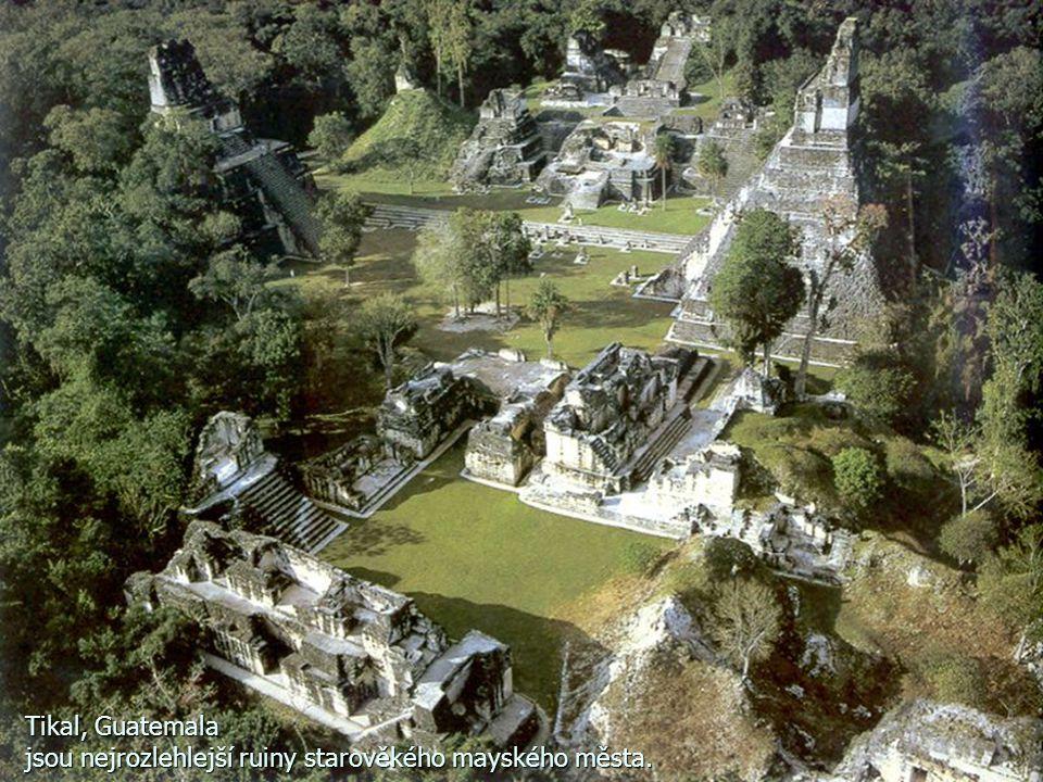 Tikal, Guatemala jsou nejrozlehlejší ruiny starověkého mayského města.