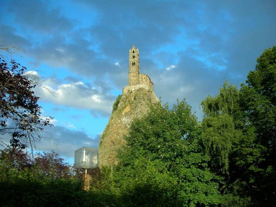 Stavba kaple se přičítá biskupovi Gotescalcovi po jeho návratu z poutě do Compostely. Byla zakončena v roce 962 a v témže roce, 18. července, byla vys