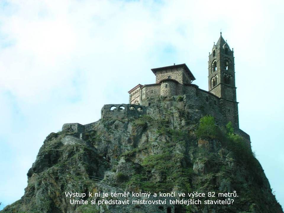Výstup k ní je téměř kolmý a končí ve výšce 82 metrů.