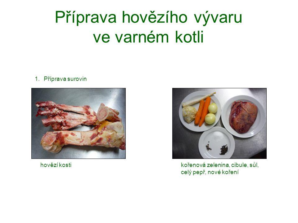 Příprava hovězího vývaru ve varném kotli 1.Příprava surovin kořenová zelenina, cibule, sůl, celý pepř, nové koření hovězí kosti