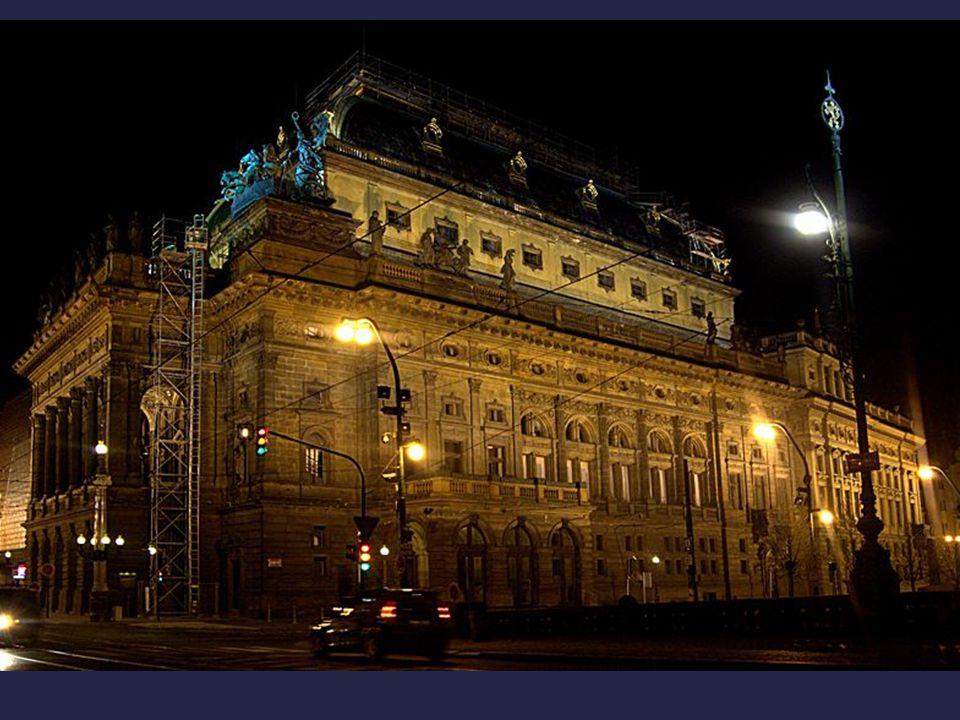  Mezitím byl vybrán v soutěži vítězný návrh na stavbu Národního divadla.