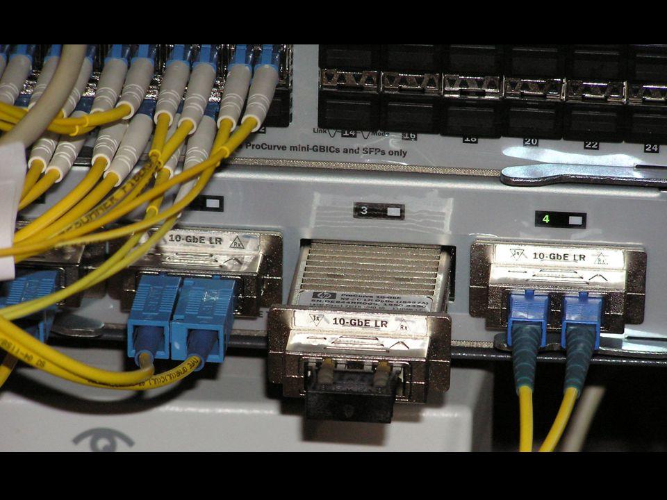 -připojení lokality 10 Gb Ethernetem -Páteřní 10GbE přepínač HP 5406 -Propojení s ostatními lokalitami -Napojení VUT -Přístupový prvek lokality -Ppřípojení 5x1 Gb -Realizace fakultní bezpečnostní politiky -Směrování fakultního provozu 10 Gb Kounicova 67a 1 Gb KN - Kolejní 2 1 Gb KN - Purkyňova 93 1 Gb BFÚ AV ČR 1 Gb ÚPT AV ČR 10 Gb Antonínská 1 FSI router FSI + firewall router BAPS 4 Gb trunk 802.3.ad 1 Gb U vodárny 2 3 Gb Technická 8 1 Gb Kolejní 2 - SKM 10 Gb Kolejní 4 - IO 10 Gb Purkyňova 118 10 Gb CESNET (záložní připojení) BlackDiamond Firewall HP ProCurve 5406 1 Gb vlans Typické napojení lokality