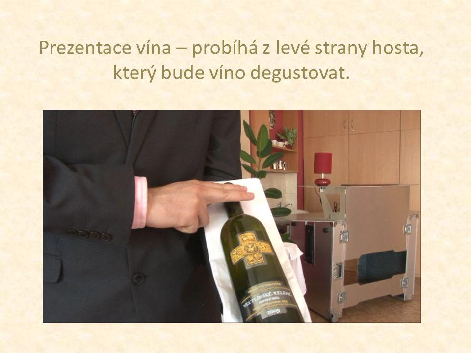 Výrobce Název Zařazení dle kategorizace vín Zařazení dle zbytkového cukru Ročník Vinařskou obec Viniční trať Odrůdové složení Popřípadě zajímavosti ohledně výroby Při prezentaci vína hostům je třeba zmínit důležité informace o víně: