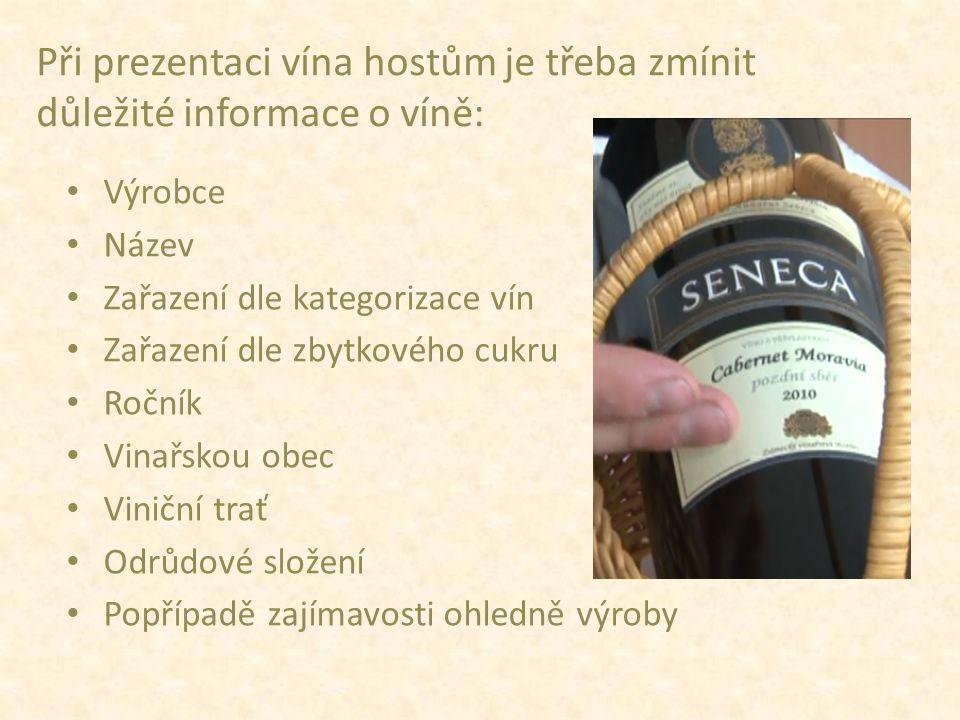 """Následuje otázka: """"Mohu víno servírovat? Po odsouhlasení hostem začneme se samotným servisem."""