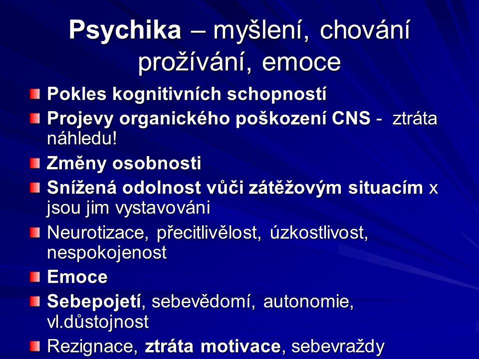 Psychika – myšlení, chování prožívání, emoce Pokles kognitivních schopností Projevy organického poškození CNS - ztráta náhledu! Změny osobnosti Snížen