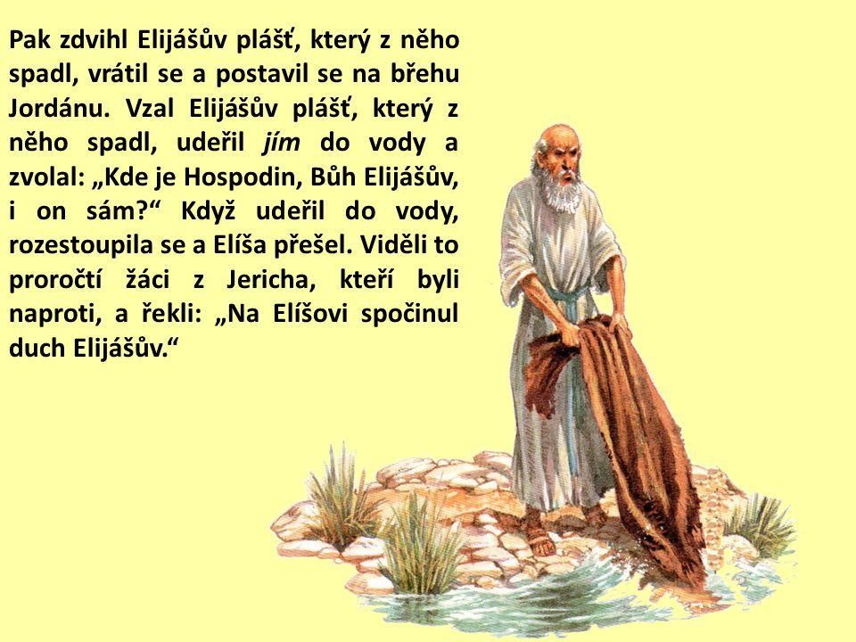 Pak zdvihl Elijášův plášť, který z něho spadl, vrátil se a postavil se na břehu Jordánu.
