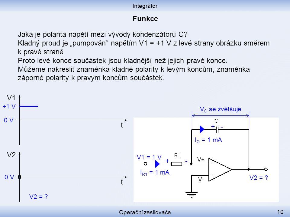 """Jaká je polarita napětí mezi vývody kondenzátoru C? Kladný proud je """"pumpován"""" napětím V1 = +1 V z levé strany obrázku směrem k pravé straně. Proto le"""